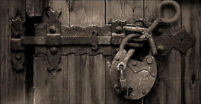 За запертой дверью фильм  википедия
