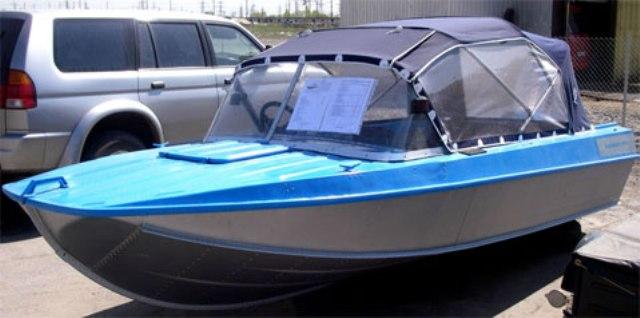 какую лодку на ангаре