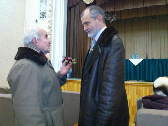 депутат облдумы Александр Кузнецов (справа).jpg