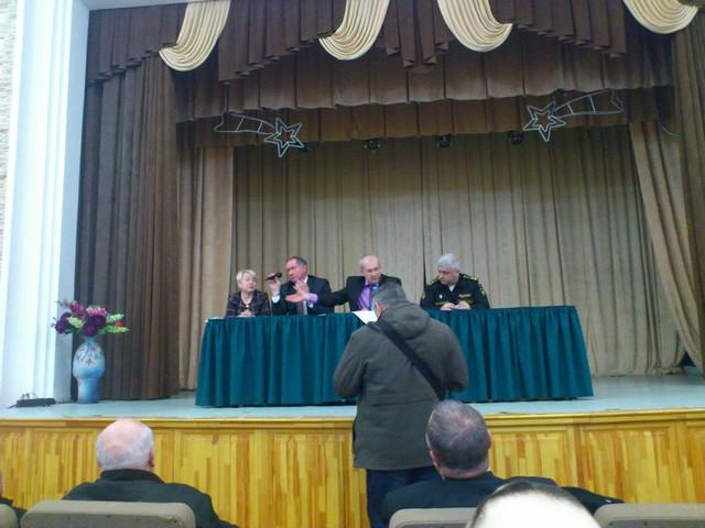 и.о.главы Балтийского муниципального района Николай Дашкин с микрофоном.jpg