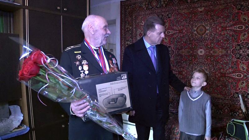 В Калининграде начальник областного УМВД лично поздравил ветерана Великой Отечественной войны с днем рождения
