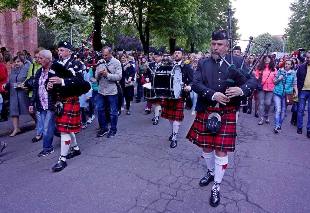 Музейная ночь в Калининграде началась с шотландской процессии (видео, фото)