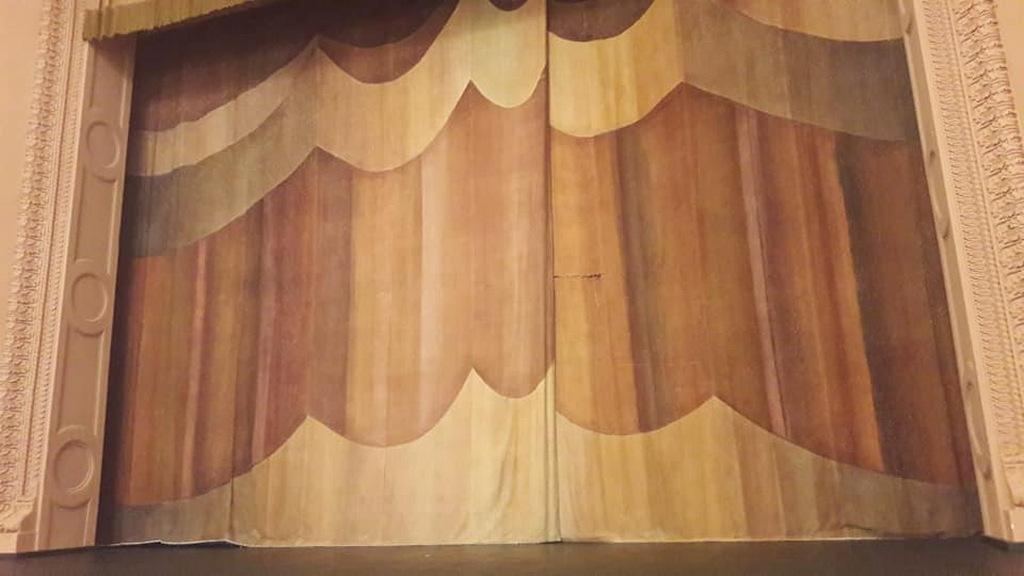 Из старого занавеса Драмтеатра сделают сувениры