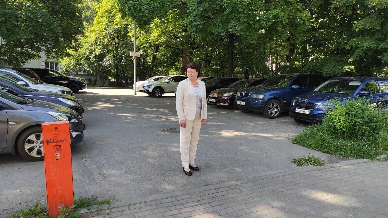 В центре Калининграда неожиданно открыли для всех парковку