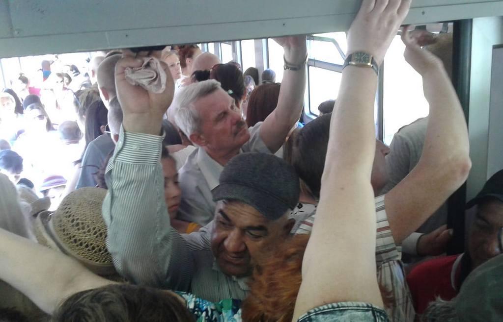В пригородных поездах на море из Калининграда с утра была давка (видео)
