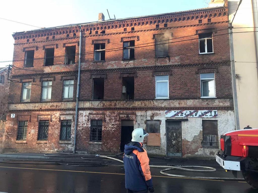 В Советске загорелся расселённый немецкий дом
