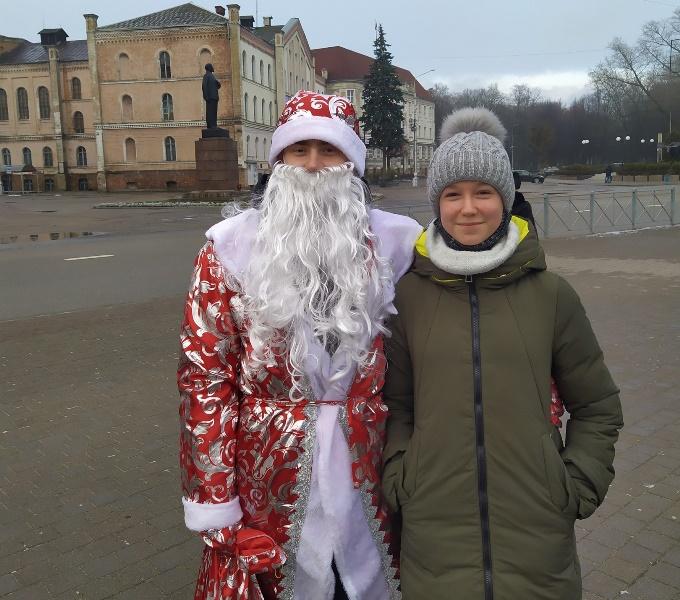 По улицам Советска гулял молодой человек с мешком подарков