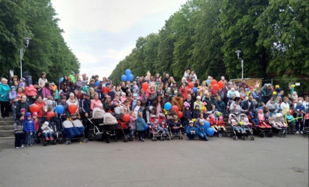 В Калининграде встретились более 220 близнецов, двойняшек и тройняшек (фото)