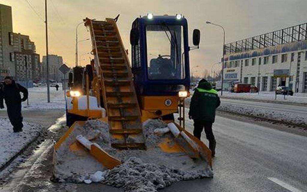 Дороги на Сельме почистил «крабик» МБУ «Чистота» (видео)