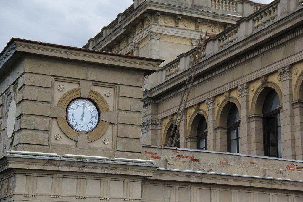 Музей искусств в Калининграде установил часы на старинной бирже