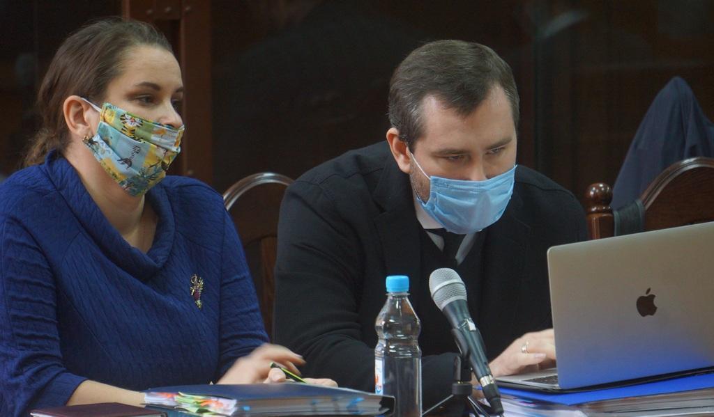 Элина Сушкевич с защитником Андреем Золотухиным.jpg