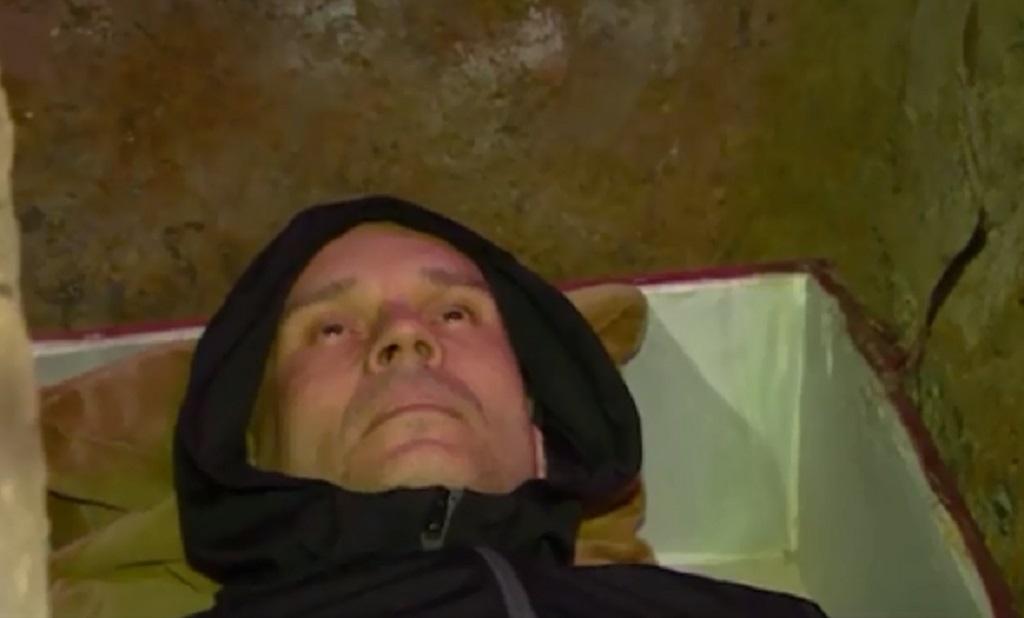 В Калининграде человек похоронил себя заживо
