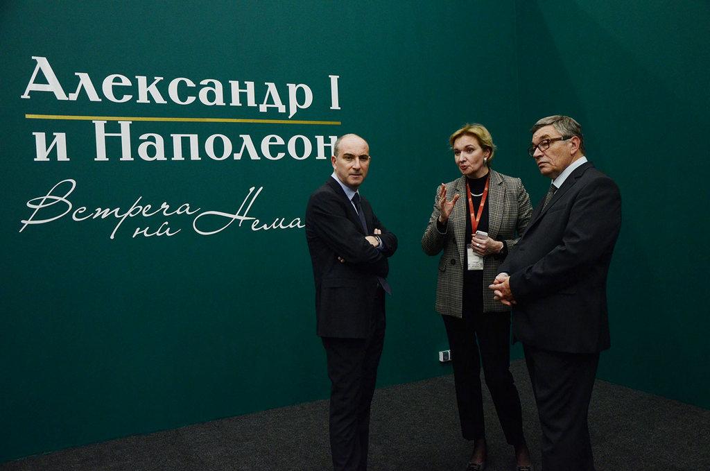 Директор Музея искусств Галина Заболотская с коллегами из Эрмитажа.jpg