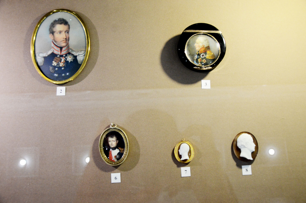 Вещи и подарки из коллекций современников эпохи в том числе Наполеона.jpg
