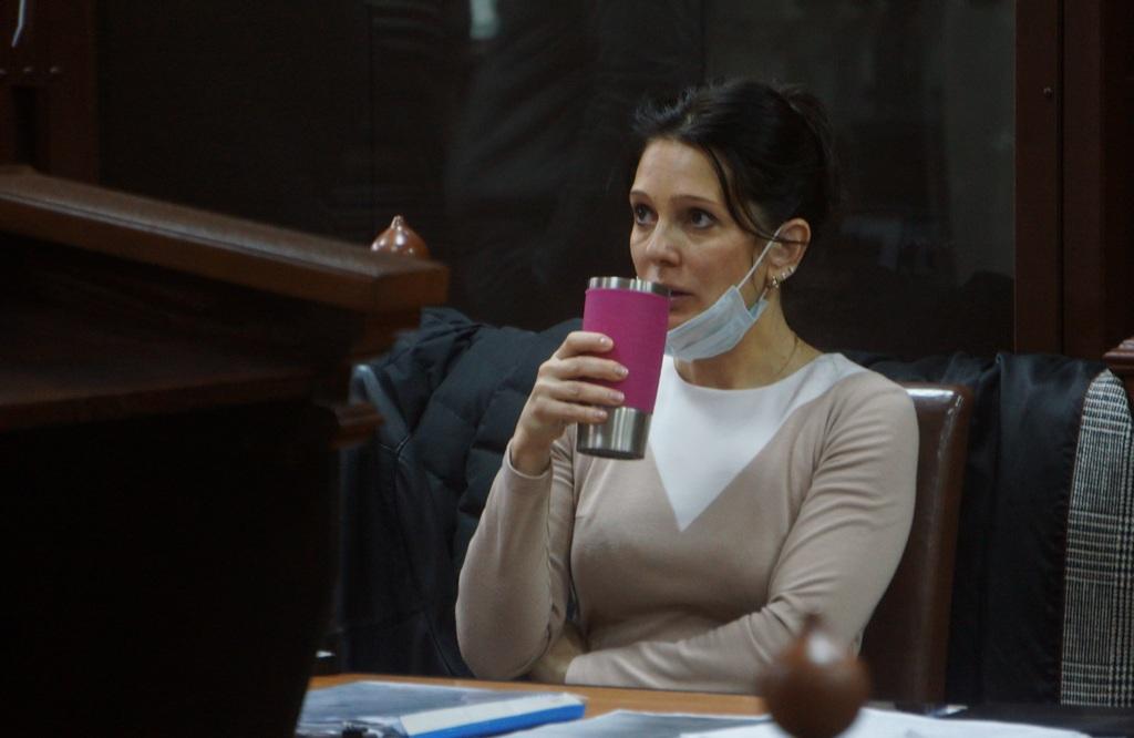 Елена Белая в зале судебных заседаний.