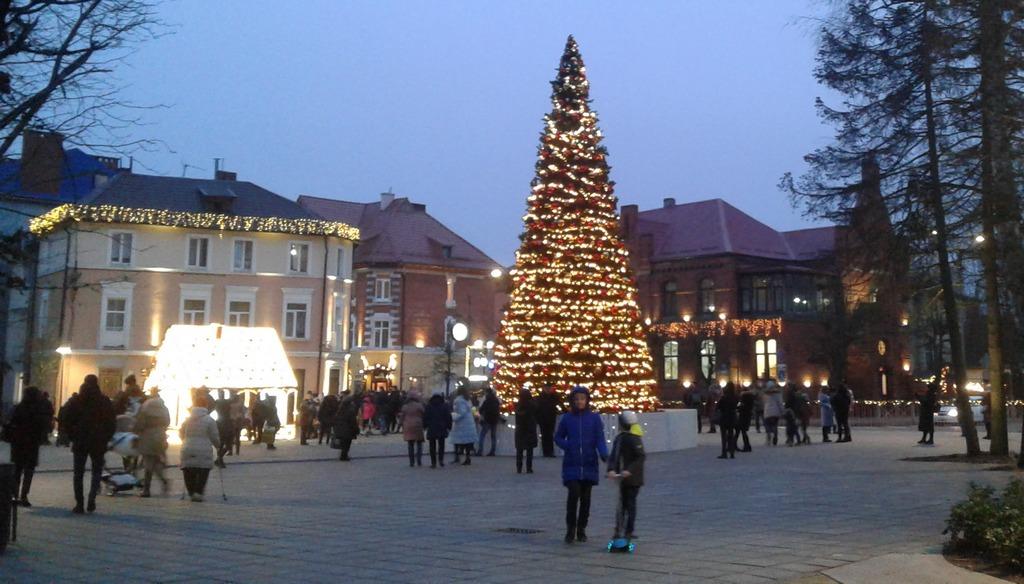 Центр Зеленоградска в Новый год вечером.jpg